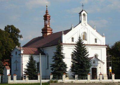 """Kościół parafialny oraz budynek """"Centrum Kultury"""" w Grodzisku Dolnym"""
